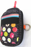 Le donne progettano il sacchetto per il cliente del sacchetto della casella del telefono mobile