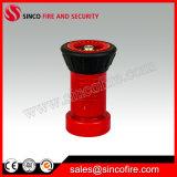 Красное пластичное сопло пожарного рукава брызга