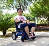 Sillón de ruedas plegable eléctrico ligero del uso del cuidado casero para los minusválidos