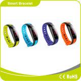 カラースクリーンが付いているデジタル新しいスマートな腕時計か毎日はモードを監察するか、または遊ばす