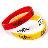 Il silicone di marchio personalizzato alta qualità mette in mostra i Wristbands, braccialetti