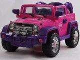 Kind-Fernsteuerungsfahrt auf Auto-Spielzeug