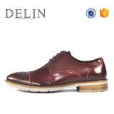 Neue Art mit prägen echte lederne Schuhe für Mann-Form