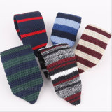 人のネクタイの偶然の薄い縞の格子縞は細い編む狭いタイを細くする