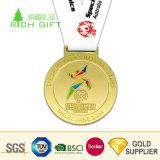 Fournisseur d'or de la Chine Custom logo gaufré de Métal 3D sans couleur de forme ronde médaille en plaqué or