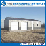 Taller industrial de la estructura de acero con la grúa