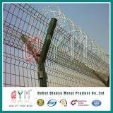 アコーディオン式かみそりワイヤー/Razorの有刺鉄線の塀が付いている空港そして刑務所