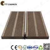 Decking composto plástico de madeira WPC do sulco contínuo ao ar livre do pátio