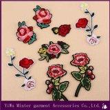 Il fiore ed il fenicottero della Rosa ricamati cucono il ferro sul trasferimento del mestiere di Applique dei vestiti del sacchetto del tessuto del distintivo delle zone