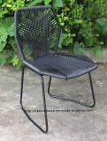 藤のTropicaliaの庭のレストランの椅子を食事する金属の屋外の余暇
