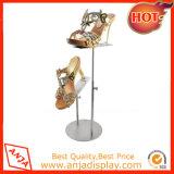 L'étagère en bois de chaussures chausse la crémaillère d'étalage pour la mémoire
