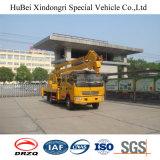 LKW eingehangene Plattformen auf hellen Handelsfahrzeugen