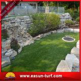 Césped sintetizado del paisaje falso artificial suave de la hierba para el jardín