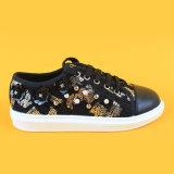 Negro de zapatos ocasional de las zapatillas de deporte de las muchachas de los muchachos del brillo de los cabritos