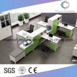 Grande stazione di lavoro dell'ufficio della Tabella del gestore di spazio con lo scrittorio di riunione