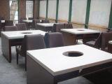 Самомоднейшие стулы обедая таблицы отполировали белые используемые таблицы трактира