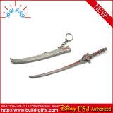 金属のゲームは武士の剣のキーホルダーを支える