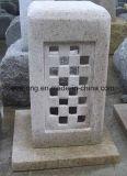 外の庭のための自然な灰色の/Yellowの石造りの花こう岩の骨董品のランタン