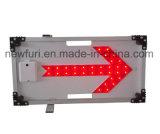 赤いLEDの点滅の右矢印の交通標識