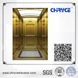 Elevatore domestico facente un giro turistico del passeggero acquaforte dorata dello specchio con la stanza della macchina