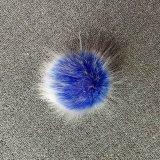 スナップが付いている白い針が付いているのどのキツネの毛皮POM