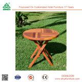 Tabelas e cadeiras de madeira de jantar do restaurante do quarto