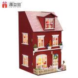 Modelo de madera de la casa de muñeca del chalet grande