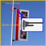屋外のホールダーを広告する街灯のポーランド人のポストの印