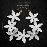Witte Roze Met de hand gemaakt haakt de Halsband van de Nauwsluitende halsketting van de Bloemen van de Parel van de Draad