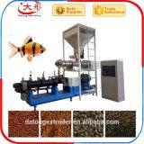 Pesci di galleggiamento che elaborano il macchinario di alimento