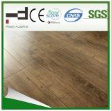 le chêne blanc de 12mm a ciré le plancher stratifié pour la pièce de bâti avec la plaque d'immatriculation et le certificat de la CE