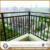 Inferriate ornamentali esterne del balcone del ferro saldato