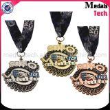 高い磨かれたカスタム金属のきらめきは締縄が付いているメダルを遊ばす