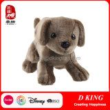 Os animais novos do cão do projeto encheram o brinquedo do luxuoso