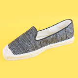 Pattini piani della scarpa di tela nera causale poco costosa della tela di canapa delle donne