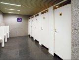 O banheiro de madeira de Fmh HPL divide portas do compartimento