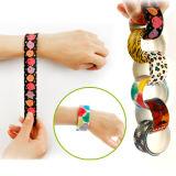 I braccialetti di uno di pollice di modo schiaffo del silicone personalizzati marchio promozionale