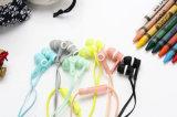 EV72 desenhos animados coloridos encantadores fone de ouvido prendido 3.5mm no auscultadores dos auriculares dos telefones das orelhas do fone de ouvido da orelha com o cubo da dobadoura do Mic Earbuds Robbin