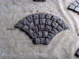 돌을 마루청을 까는 조경 싼 포석