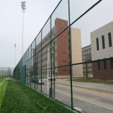 PVC上塗を施してある空港塀によって電流を通される、チェーン・リンクの塀
