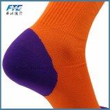 Il gioco del calcio all'ingrosso dei calzini di sport colpisce con forza i calzini di alta qualità
