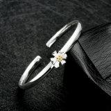 Esquisite 925 Sterling-Stahlarmband mit einem Blume Unclosed Entwurfs-Silber-Armband für Frauen