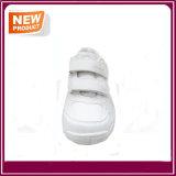 Ботинки людей спорта вскользь продают оптом