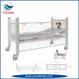 2つの回転のレバーが付いている病院の子供のベッド