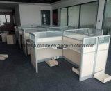 O escritório da estação de trabalho da mesa de escritório divide a equipe de funcionários que as estações de trabalho com personalizam o compartimento, tabela da equipe de funcionários da mobília de escritório
