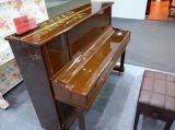 販売のためのアップライトピアノ。 最もよいキーボードピアノ。 楽器