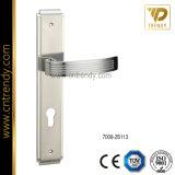 Maniglia classica della serratura di portello del mortasare sulla piccola piastra di appoggio (7018)