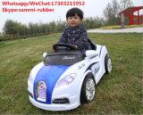 A motocicleta do bebê do material plástico brinca o carro