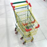 Супермаркет вагонетки детей ягнится милая магазинная тележкаа