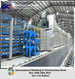 機械を作っている2-30百万人のギプスの乾式壁の製造工程または石膏ボード